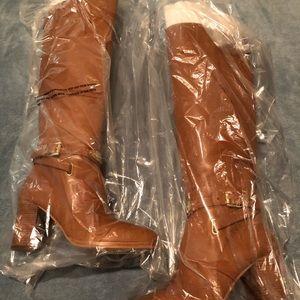 Michael Kors Walker Boot in Acorn. Size 5.5.